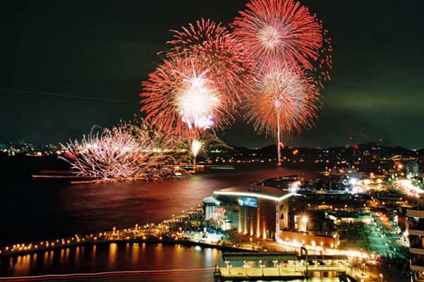 2018年版】海峡の両岸で繰り広げられる「関門海峡花火大会」を楽しみ ...