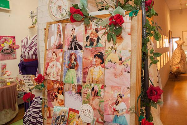 0e05aaec21083 お姫さま気分を満喫できる「プリンセス体験」が人気なのだそう。好みのドレスとカツラを着て、特設スタジオで自前撮影するプランが税込1