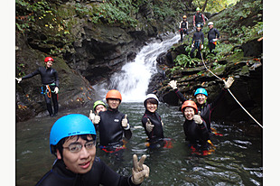 【CANYONING & SHOWER CLIMING】滝を目指して進もう!キャニオニング午後ツアー